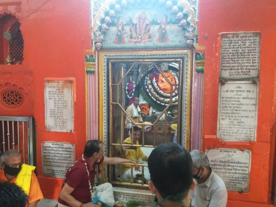 रोटरी क्लब वाराणसी शिव गंगा द्वारा  डाक्टर्स डे पर चिकित्सकों को कोरोना योद्धा का सम्मान दिया गया